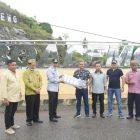 : Foto bersama Plt Bupati Anas Jusuf dengan Direktur PT. Kreatif Gemilang Utama, Teuku Muhammad Fikri bersama Ketua Koperasi Kreatif Gemilang Boalemo Ismail Sau bersama pengurus.