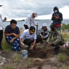 Pelaksana tugas (Plt) Bupati Boalemo Ir.Anas Jusuf,M.si menghadiri peletakan Batu Pertama Pembangun Mesjid Al - Zaman di pulau Botak desa Bajo Kecamatan Tilamuta, Rabu (14/4/2021).